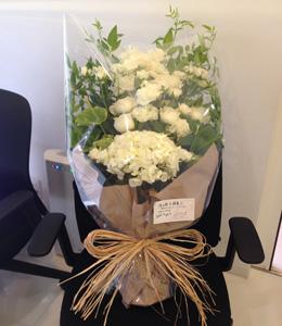 スタッフ達からのお花のプレゼント