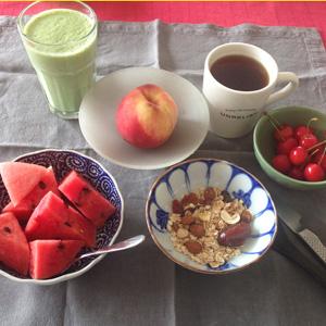 さくらんぼのある朝ご飯