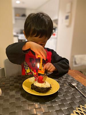 チョコレートマフィンをクリスマスケーキに